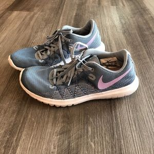 Nike Fit Sole Running Shoes Athletic Sz 6 Blue Pur